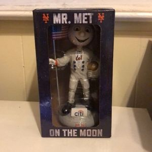 Collectible Mr. Met on the moon Bobble Head